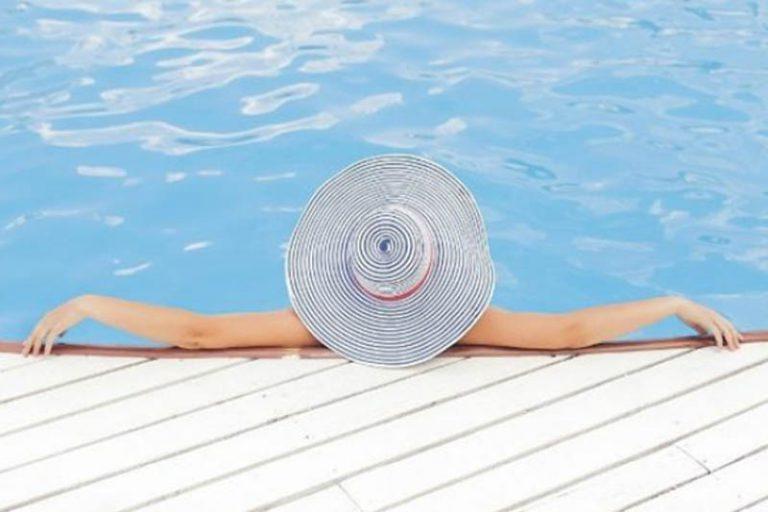 Hora de cuidar da piscina