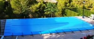 As coberturas também mantem a água na temperatura ideal para sua piscina